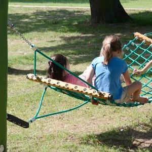 holz, wood, robinie, robinia, spielplatz, playground, haengematte, hammock, sicherung, protection
