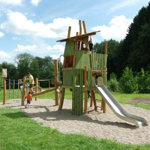 holz, wood, robinie, robinia, spielplatz, playground, spielanlage, multi unit, waldversteck, forest hideout