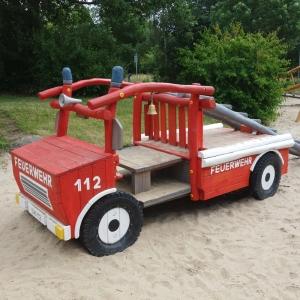 holz, wood, robinie, robinia, spielplatz, playground, spielmobil, feuerwehr, fire engine