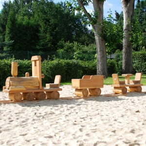 holz, wood, robinie, robinia, spielplatz, playground, spielmobil, play mobile, eisenbahn, train