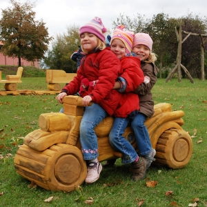 holz, wood, robinie, robinia, spielplatz, playground, spielmobil, play mobile, moped