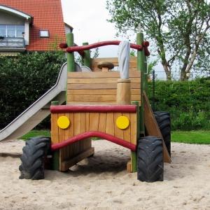 holz, wood, robinie, robinia, spielplatz, playground, spielmobil, play mobile, kletter trecker, climbing tractor
