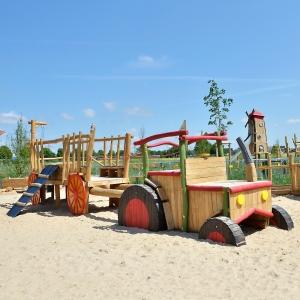 holz, wood, robinie, robinia, spielplatz, playground, spielmobil, play mobile, kletter trecker, climbing tractor, heuwagen, hay wagon