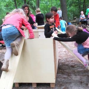 holz, wood, robinie, robinia, spielplatz, playground, mobile spielkiste, mobile, play box, spielgeräte selber bauen, self made play equipment