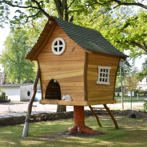 holz, wood, robinie, robinia, spielplatz, playground, spielhaus, playhouse, baba jaga