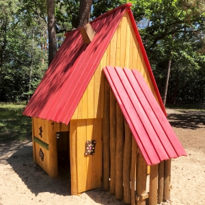 holz, wood, robinie, robinia, spielplatz, playground, spielhaus, playhouse, hexe, witch