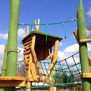 holz, wood, robinie, robinia, spielplatz, playground, spielanlage, multi unit, kletterwald, climbing forest, wiese, meadow