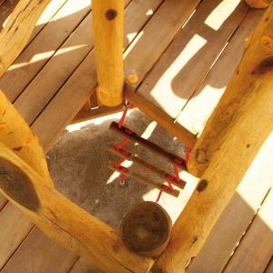 holz, wood, robinie, robinia, spielplatz, playground, spielanlage, multi unit, burg, castle, detail