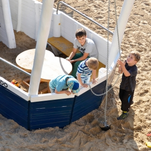 holz, wood, robinie, robinia, spielplatz, playground, spielschiff, play ship, explorer