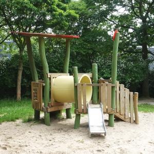 holz, wood, robinie, robinia, spielplatz, playground, spielanlage, multi unit, blume, flower