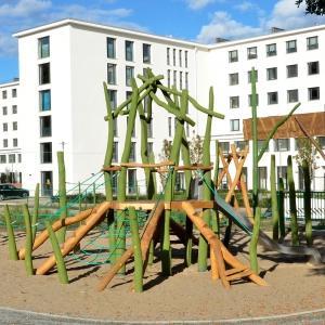 holz, wood, robinie, robinia, spielplatz, playground, spielanlage, multi unit, wigwam
