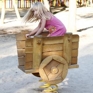 holz, wood, robinie, robinia, spielplatz, playground, spielskulptur, play sculpture, eselkarren, donkey cart