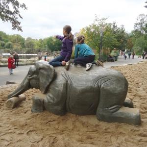 holz, wood, robinie, robinia, spielplatz, playground, spielskulptur, play sculpture, elefant, elephant