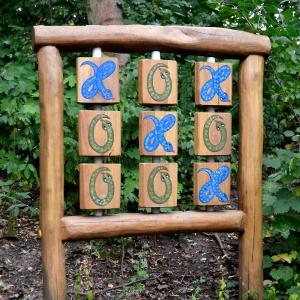 holz, wood, robinie, robinia, spielplatz, playground, sinnspiel, sensory game, tic tac toe, schlangen, snakes
