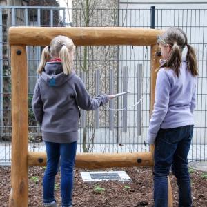 holz, wood, robinie, robinia, spielplatz, playground, sinnspiel, sensory game, klangspiel aus metall, sound game from metal