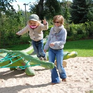 holz, wood, robinie, robinia, spielplatz, playground, spielskulptur, play sculpture, drache, dragon