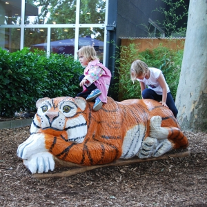 holz, wood, robinie, robinia, spielplatz, playground, spielskulptur, play sculpture, tiger