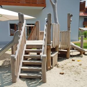 holz, wood, robinie, robinia, spielplatz, playground, sandspielanlage, sand play unit, u3