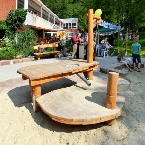 holz, wood, robinie, robinia, spielplatz, playground, sandbaustelle, sand play unit, integrativ