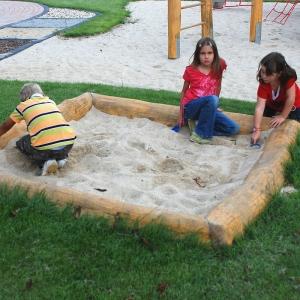 holz, wood, robinie, robinia, spielplatz, playground, sandkasten, sand box, rundholz, trunk