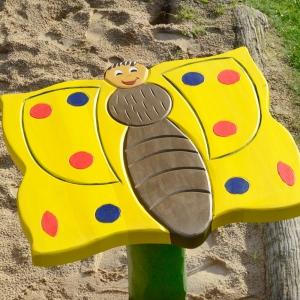 holz, wood, robinie, robinia, spielplatz, playground, backtisch, baking table, schmetterling, butterfly