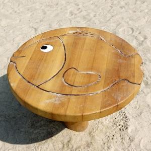 holz, wood, robinie, robinia, spielplatz, playground, backtisch, baking table, fisch, fish