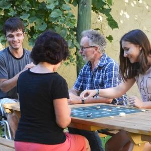 holz, wood, robinie, robinia, spielplatz, playground, sitzgruppe, suite, maltafel, board