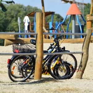 holz, wood, robinie, robinia, spielplatz, playground, fahrradstaender, bicycle stand