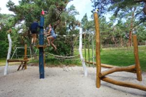 holz, wood, robinie, robinia, spielplatz, playground, ostsee, baltic sea, maritim, maritime, klettern, climbing, reuse, trap