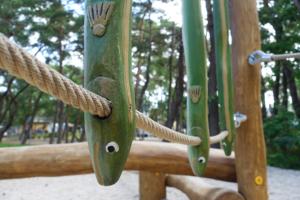 holz, wood, robinie, robinia, spielplatz, playground, ostsee, baltic sea, maritim, maritime, skulptur, sculpture, fisch, fish