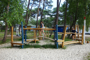 holz, wood, robinie, robinia, spielplatz, playground, ostsee, baltic sea, maritim, maritime, balancieranlage, balancing unit