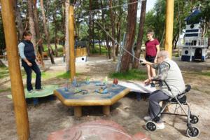 holz, wood, robinie, robinia, spielplatz, playground, ostsee, baltic sea, maritim, maritime, kegelspiel fische, skittles play fishes