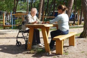 holz, wood, robinie, robinia, spielplatz, playground, ostsee, baltic sea, maritim, maritime, sitzgruppe mit schachspiel, suite with chess