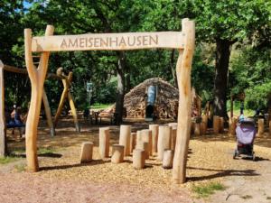 SIK-Holz, Robinie, Spielplatz, Halle, Spielgeräte, Ameisen, Ameisenhaufen